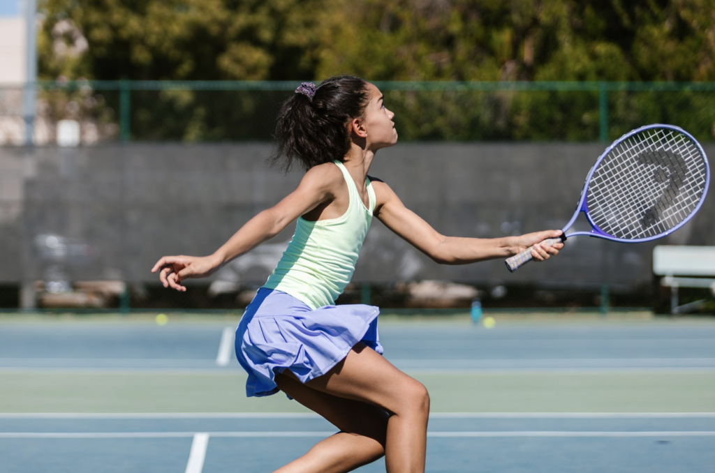 Girl playing tennis without knee pain